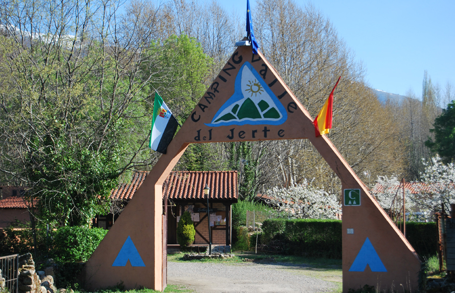 Camping valle del jerte for Piscinas naturales rio tormes